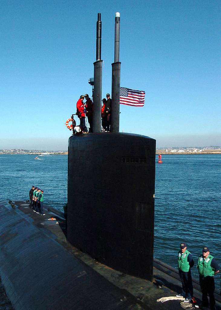 The maneuvering watch aboard the Los Angeles-class attack submarine USS Topeka (SSN 754) prepares for mooring after being underway for three days off the coast of San Diego, Calif.