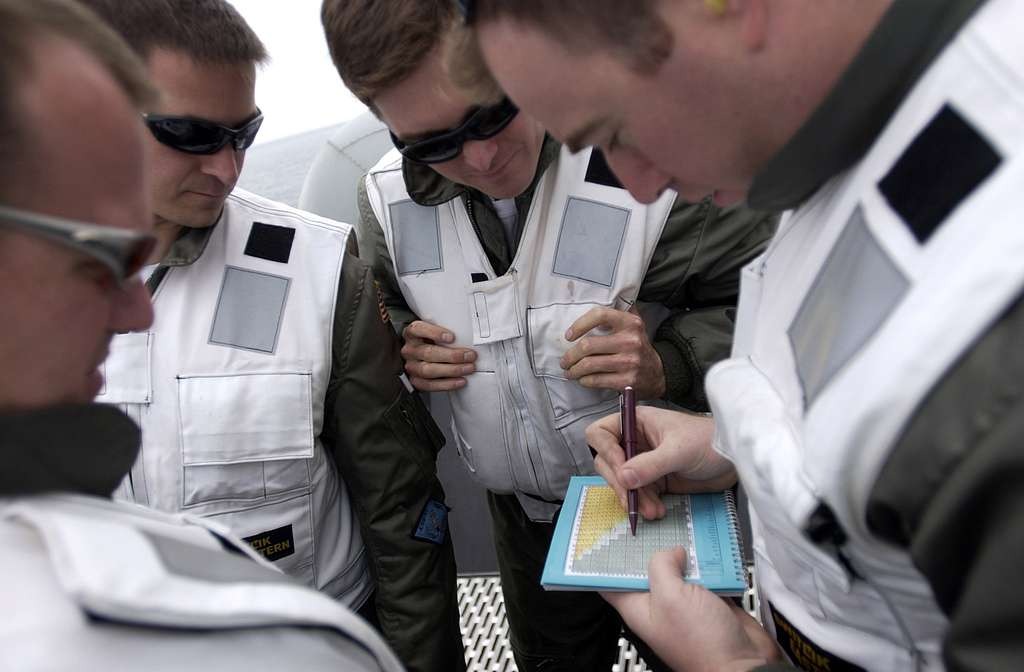 Landing Signal Officers (LSO) grades an arrested landing aboard the Nimitz-class aircraft carrier USS Ronald Reagan (CVN 76).