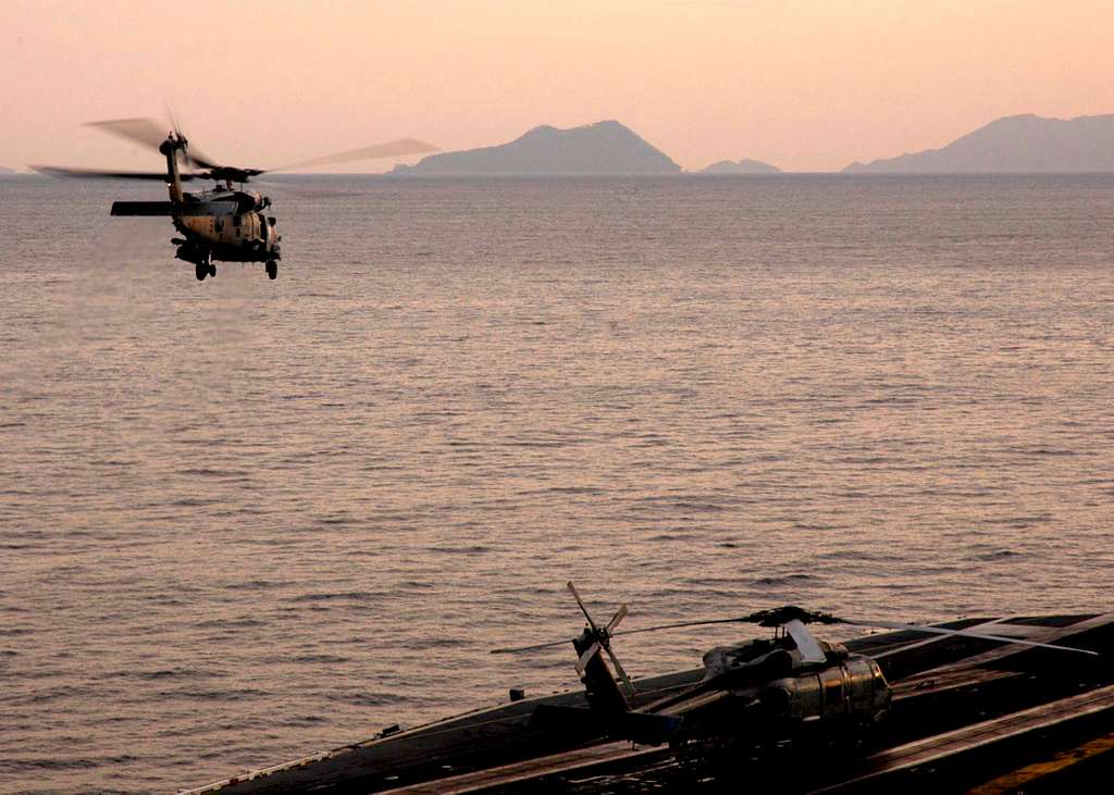Helicopters from Helicopter Anti-Submarine Squadron Two (HS-2) Golden Falcons depart USS Abraham Lincoln (CVN 72) en route to Aceh, Sumatra, Indonesia.