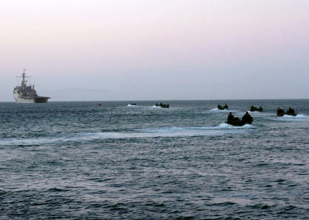 Marines assigned to the 13th Marine Expeditionary Unit (MEU) return to the amphibious transport dock USS Cleveland (LPD 7).