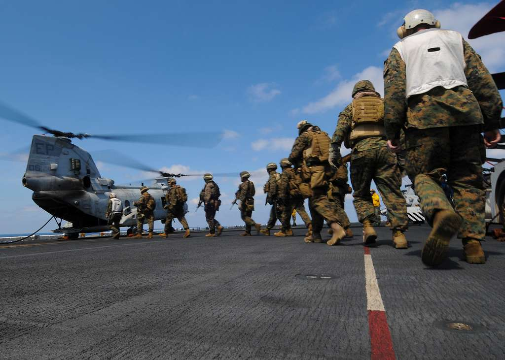 Marines assigned to the 31st Marine Expeditionary Unit (31st MEU) board a CH-46E Sea Knight helicopter before fast rope training aboard the forward-deployed amphibious assault ship USS Essex (LHD 2)