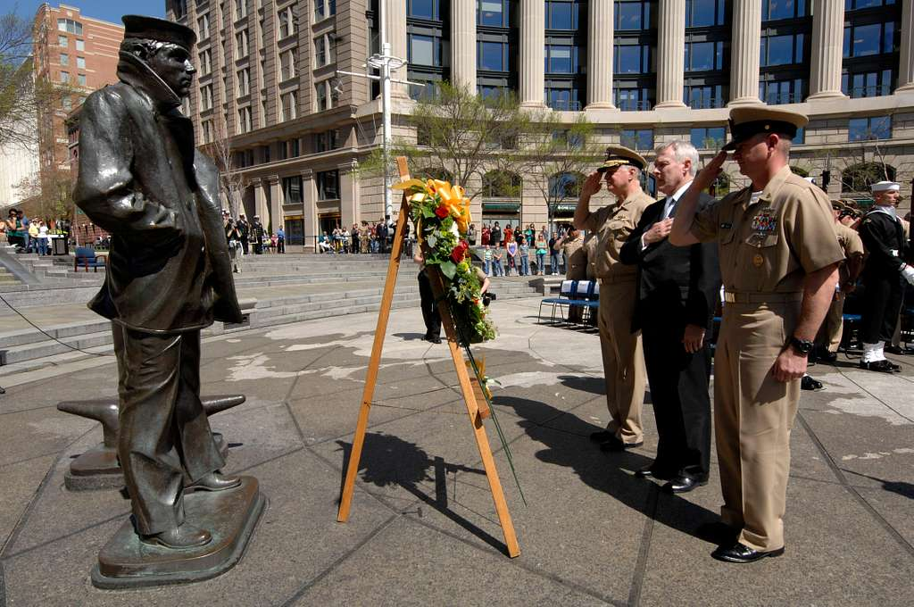 Chief of Naval Operations Adm. Gary Roughead, Secretary of the Navy (SECNAV) the Honorable Ray Mabus and Master Chief Petty Officer of the Navy (MCPON) Rick West participate in a wreath laying.