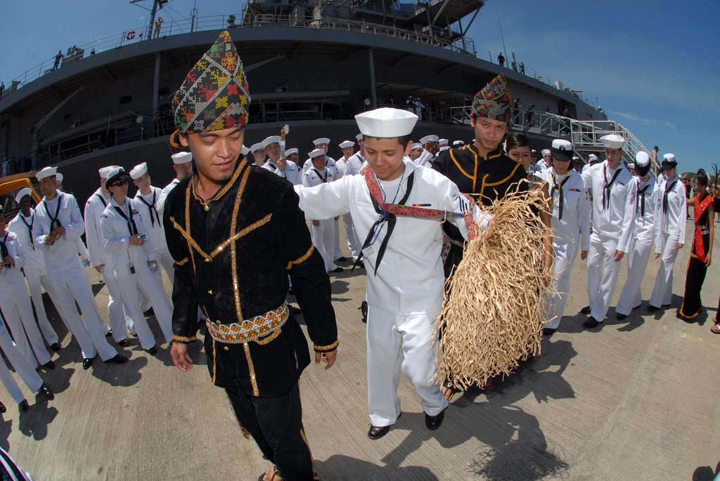 Malaysian dancers teach Sailors assigned to the U.S. 7th Fleet command ship USS Blue Ridge (LCC 19) how to perform the traditional Malaysian murut dance upon the arrival in Sepangar, Malaysia.