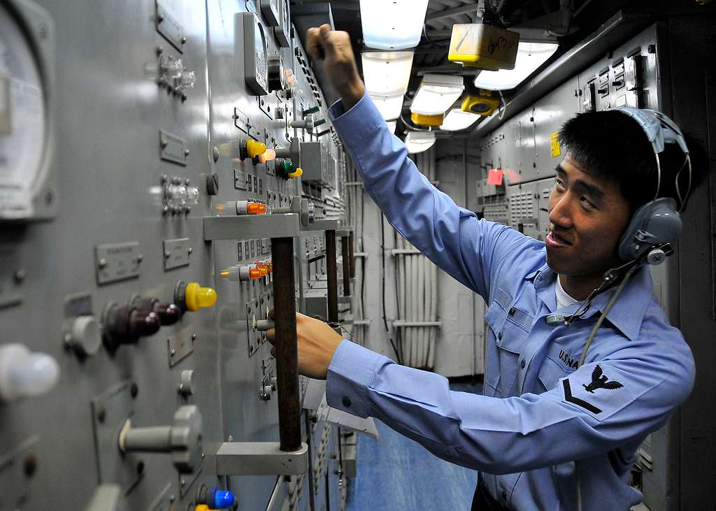 Electrician's Mate 3rd Class Ju Kim, from Alexandria, Virginia, operates controls in Main Engine Room Two aboard the guided-missile cruiser USS Bunker Hill (CG 52).