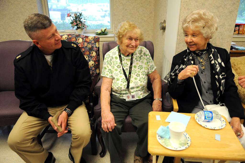 Master Chief Petty Officer of the Navy (MCPON) Rick West meets with residents at the Armed Forces Retirement Home� Washington.
