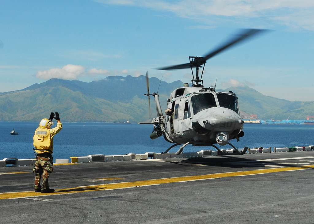 A UH-N1 Huey helicopter assigned to Marine Medium Helicopter Squadron (HMM) 262 lands aboard the amphibious assault ship USS Essex (LHD 2).