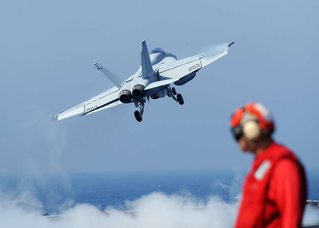 An F/A-18E Super Hornet assigned to the Kestrels of Strike Fighter Squadron (VFA) 137 launches from the aircraft carrier USS Abraham Lincoln (CVN 72).