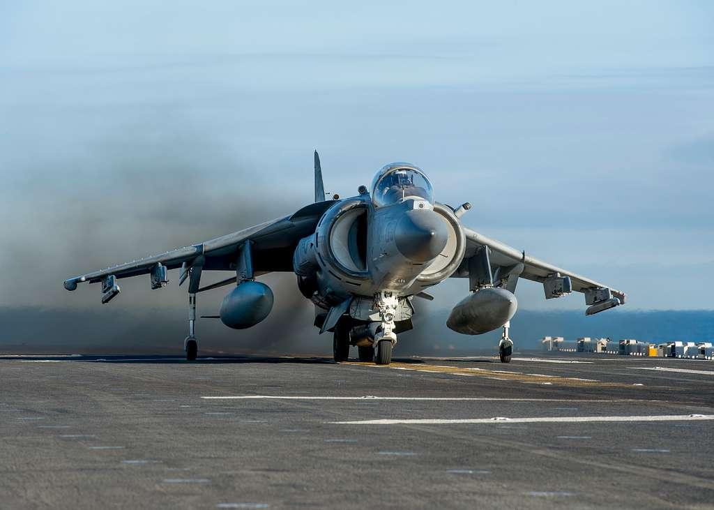 An AV-8B Harrier takes off from the flight deck of the amphibious assault ship USS Makin Island (LHD 8).