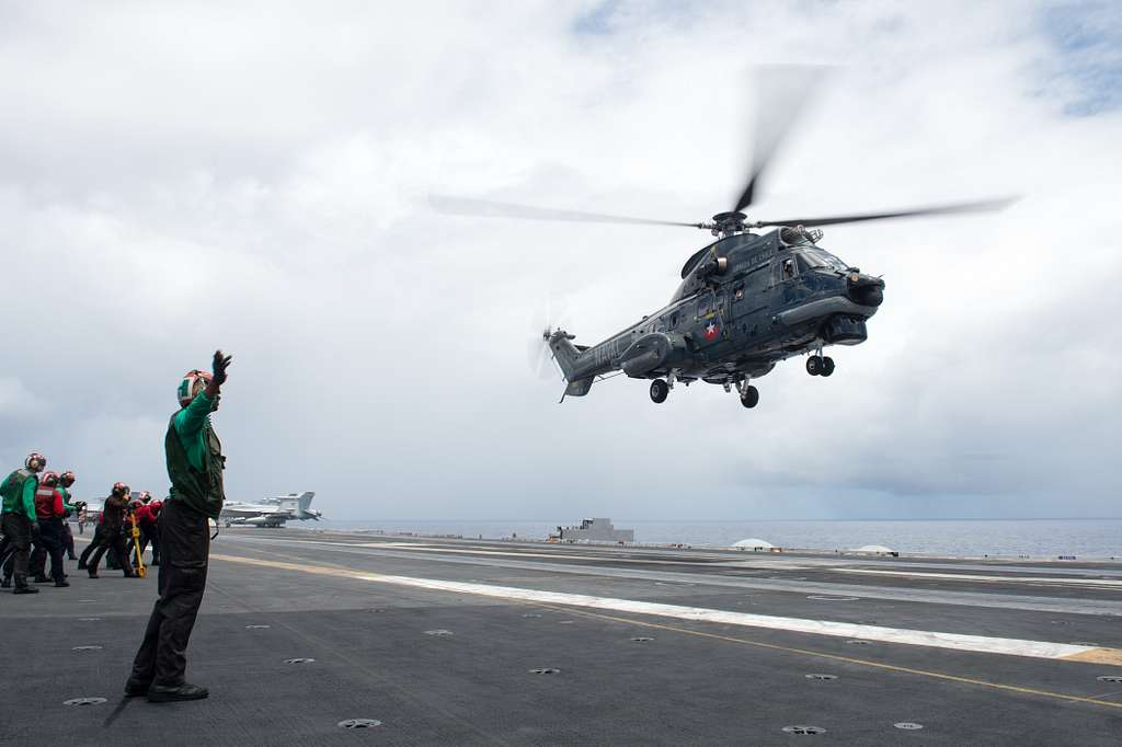 A Chilean navy SH-32 Condor lands on the flight deck of USS John C. Stennis' (CVN 74) during the Rim of the Pacific 2016.